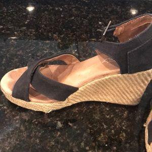 Toms Shoes - 🌸ladies Toms wedges size 9